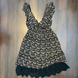 Petticoat Alley S tan/black floral v-neck dress